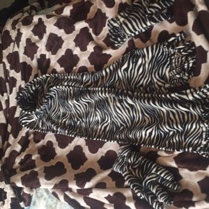 NWT zebra fleece fringed scarf and gloves